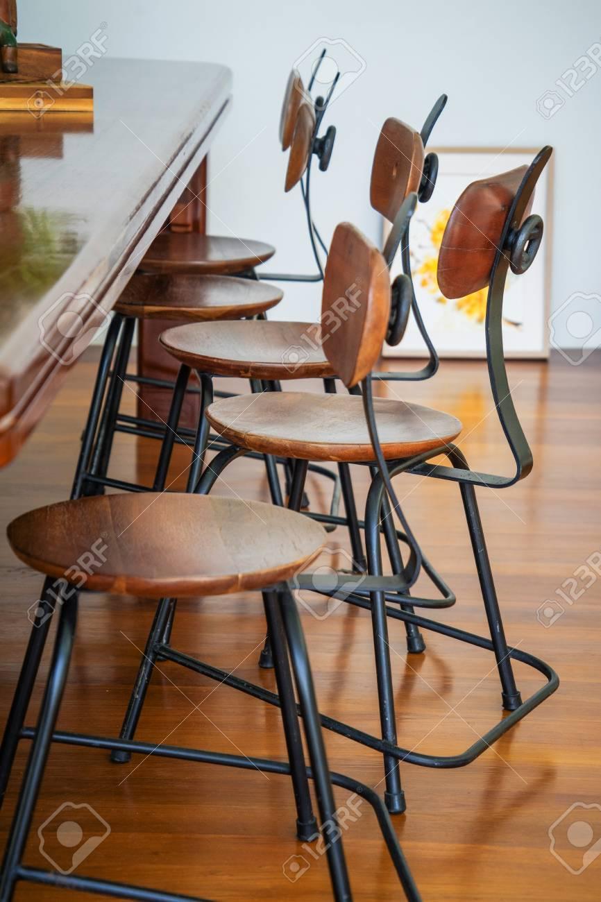 Standard Bild   Wohnzimmer Zwischen Dekoration Café Kaffee Mit Bar Aus Holz