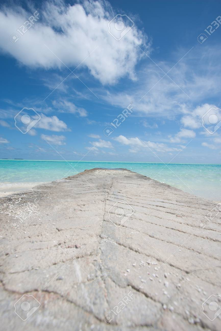 clear water in the tropics Stock Photo - 12437997