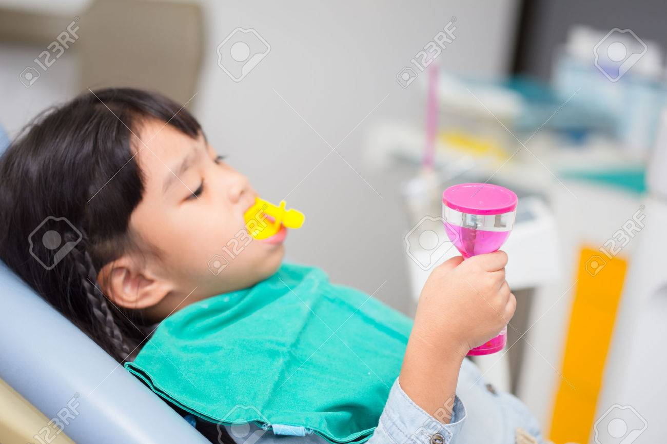 blurred image The Fluoride coating in children - 59913475