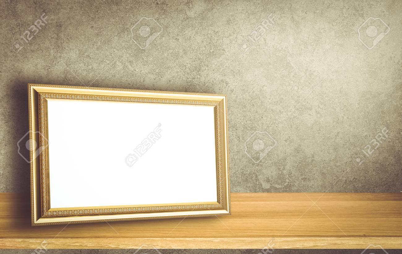 Gold Vintage Fotorahmen Auf Grauem Mauer Hintergrund Lizenzfreie ...