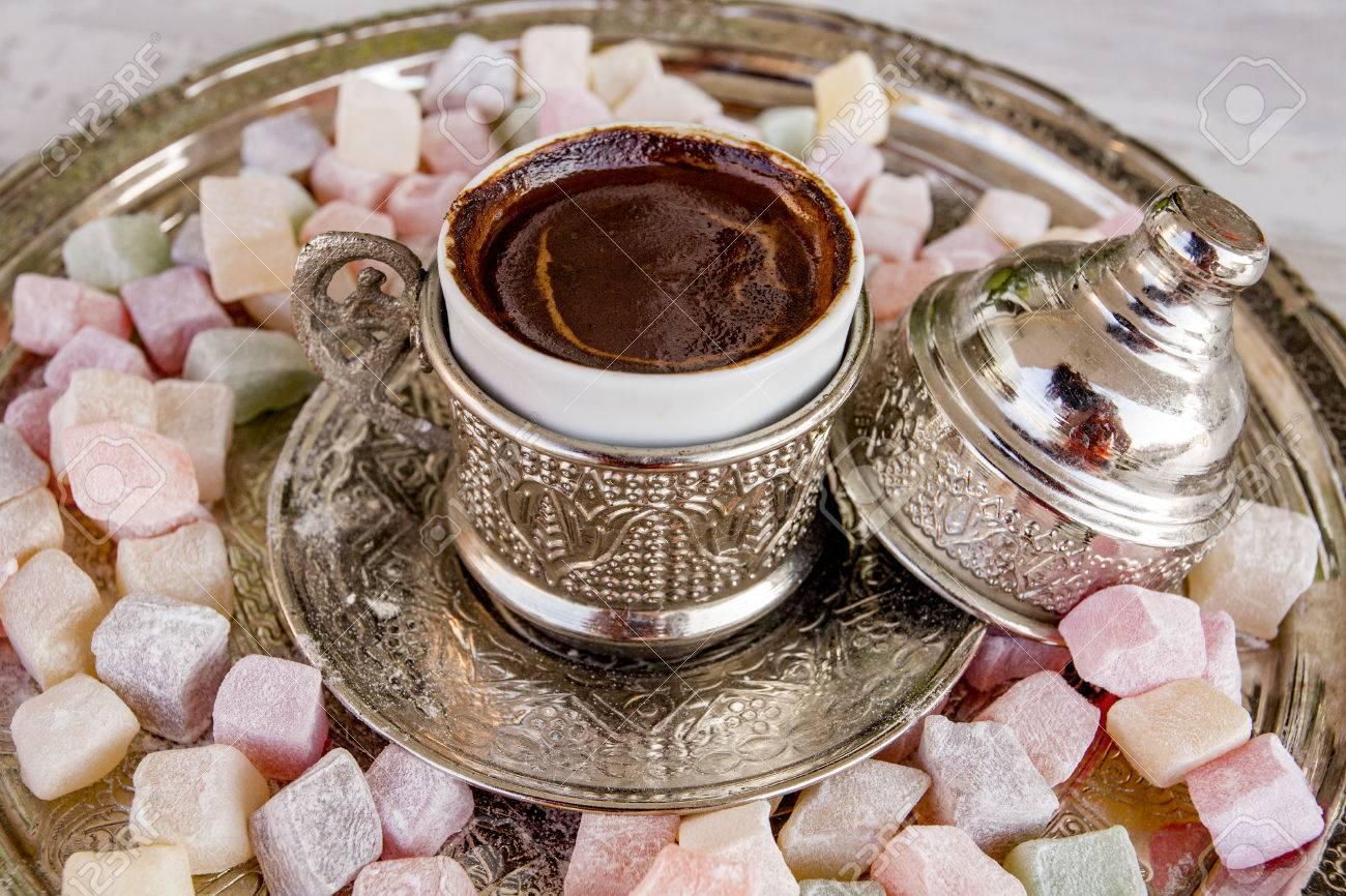 Türkisches Kaffee Heißes Getränk Und Türkische Freude Lizenzfreie ...