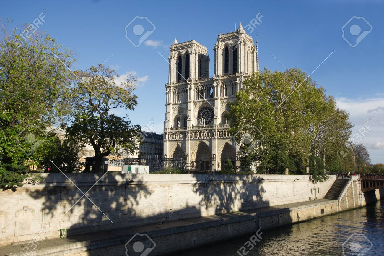 Paris, Notre Dame as seen from Seine, France Stock Photo - 17840790