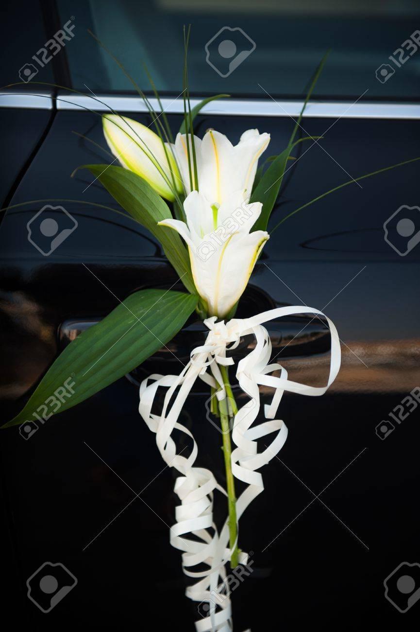 Schone Blumen Schmucken Den Griff Hochzeit Auto Lizenzfreie Fotos