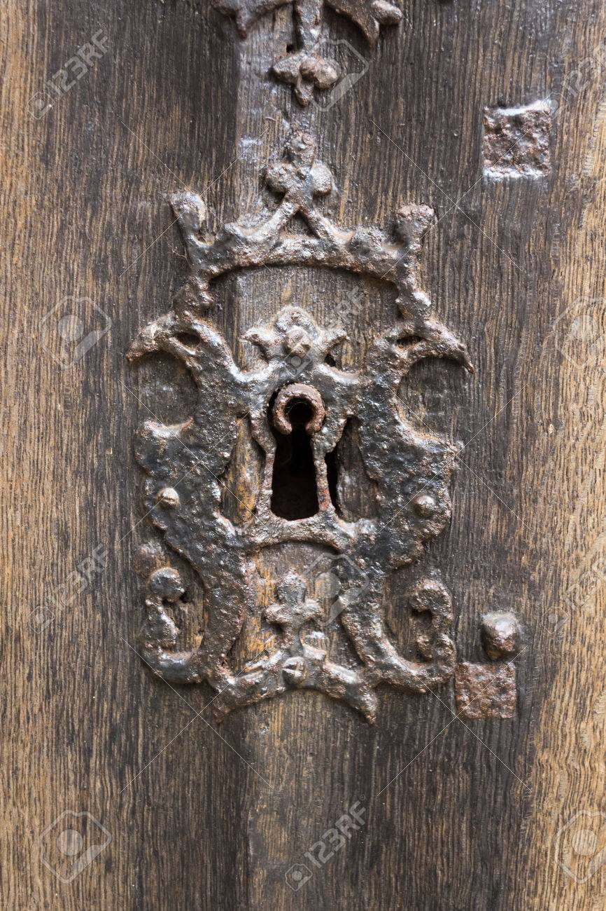 Old Rusty Keyhole with Antique Wooden Door Stock Photo - 39093154 - Old Rusty Keyhole With Antique Wooden Door Stock Photo, Picture