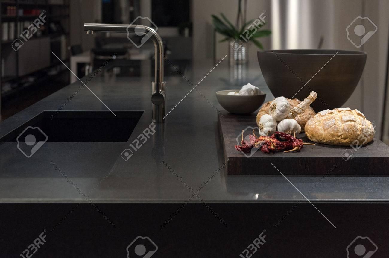 Plan De Travail Cuisine En Granit Noir cool et chic, moderne et élégant cuisine avec granit noir pierre plan de  travail