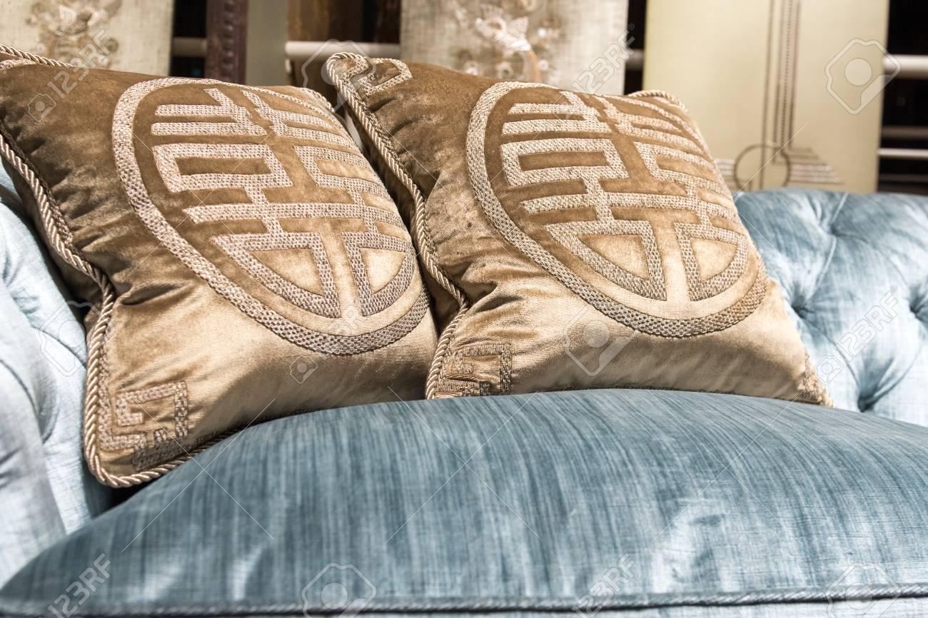 Caro Cojines De Patrón En El Sofá Suave, De Lujo, Cómodo