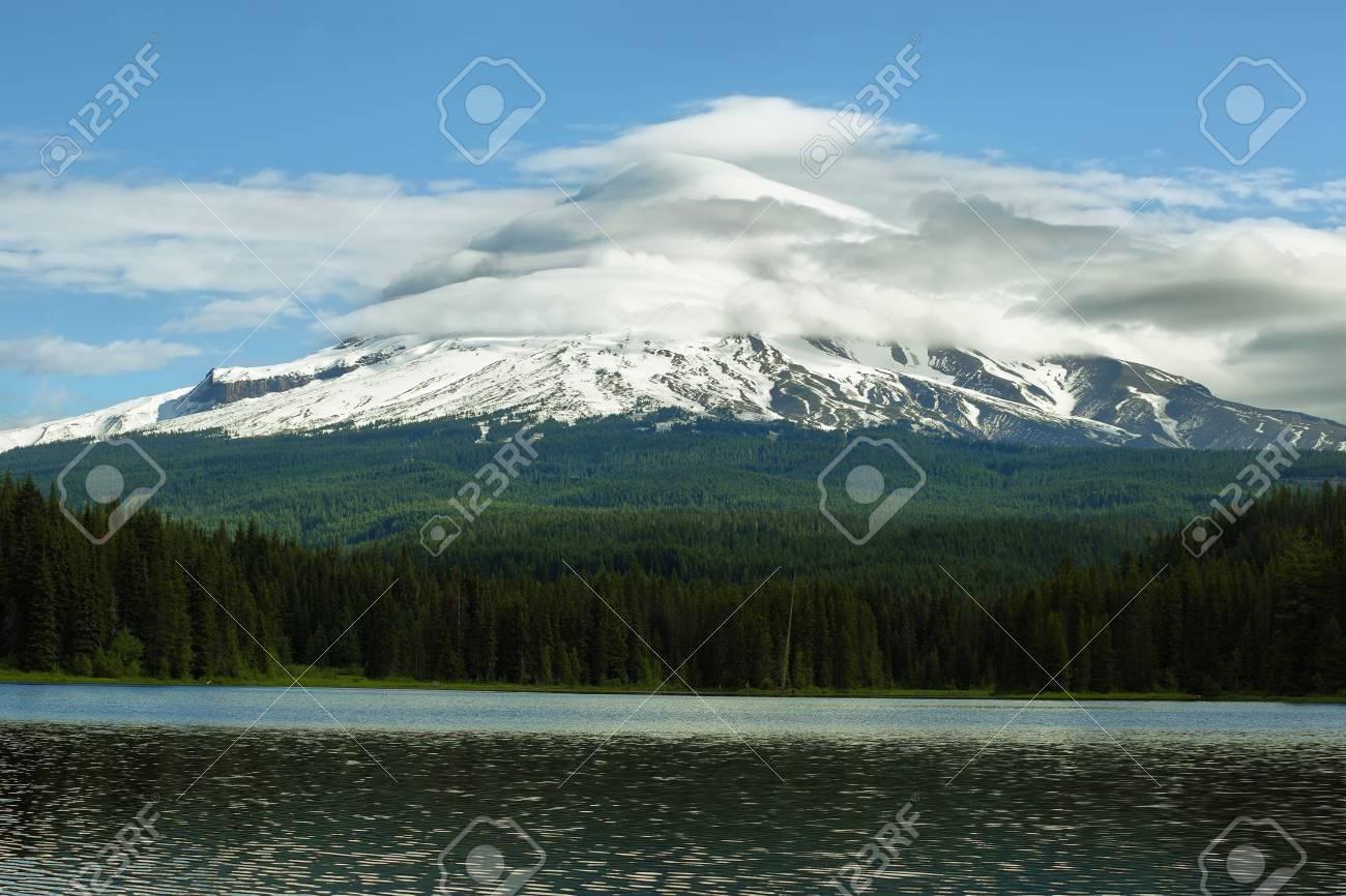 トリリウム湖、オレゴン州のフッ...