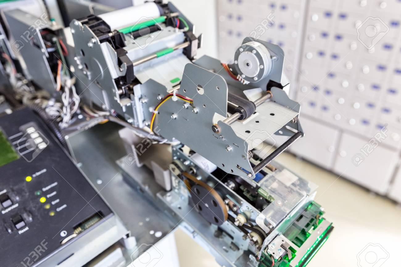 Estructura Interna Del Cajero Automático Impresora De Recibos