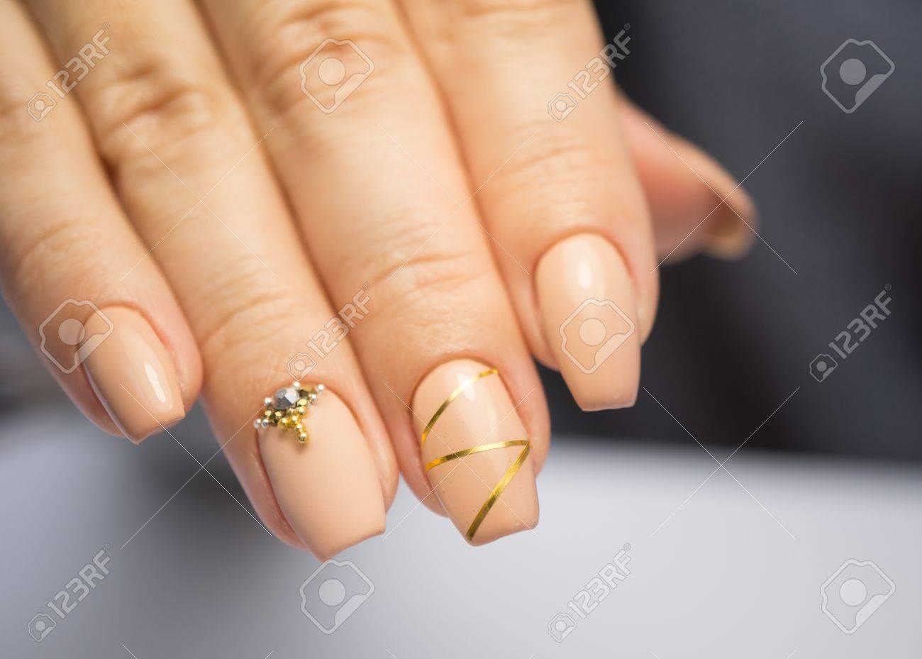 Natürliche Nägel, Gel Polieren. Perfekt Sauber Maniküre Mit Null ...