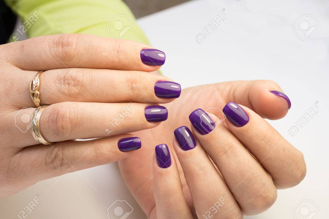 Attractive Women\'s Hands. Natural Nails With Beautiful Manicure ...