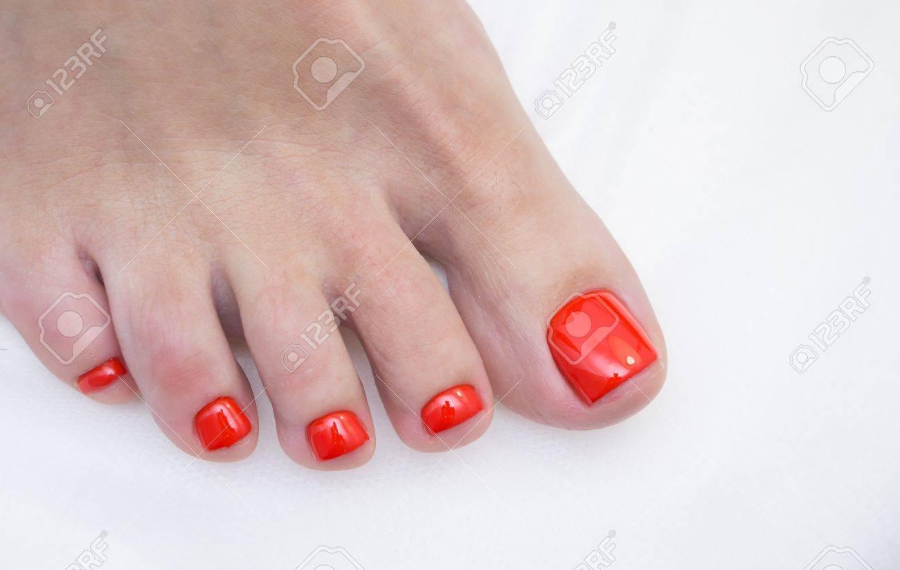 Frauen Füße Und Erstaunliche Natürliche Nägel. Ideale Pediküre Mit ...