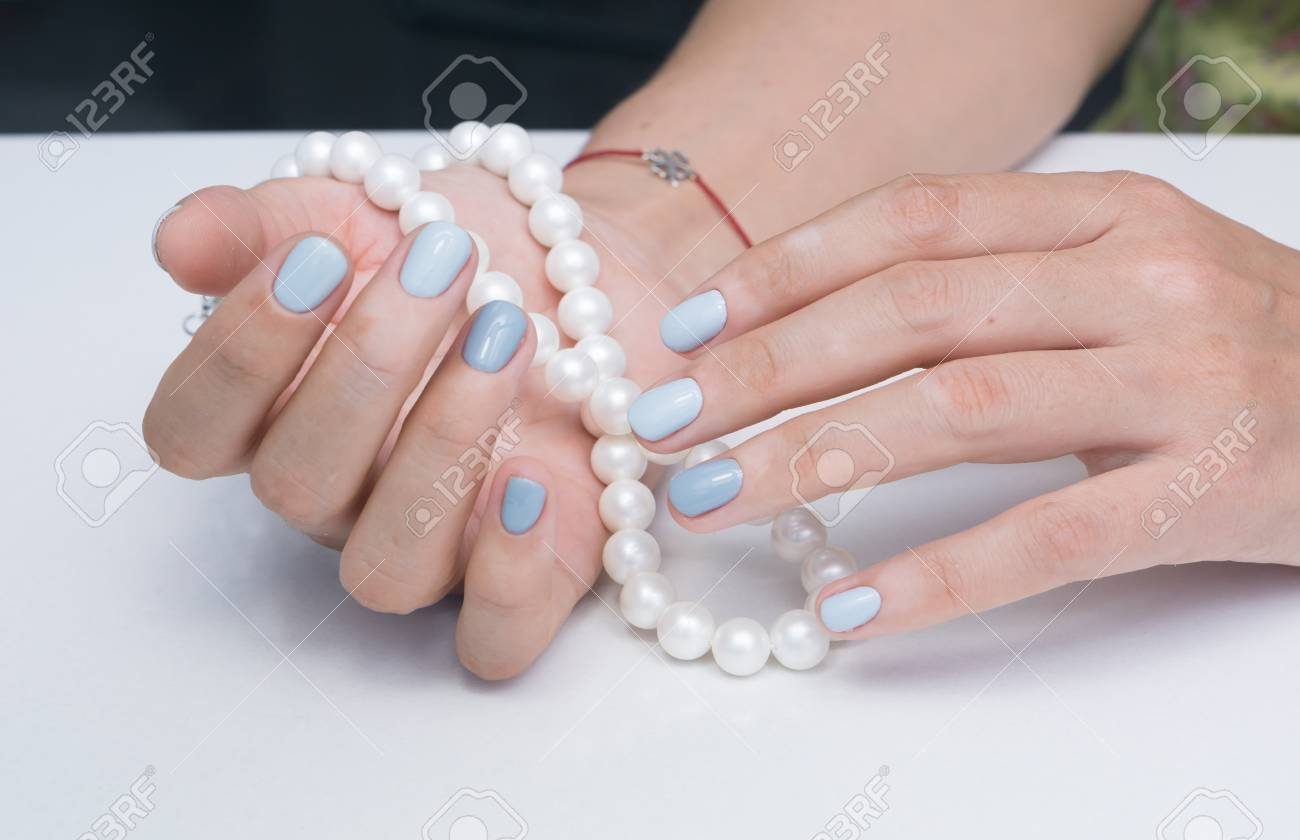 Natural nails with gel polish applied. Ideal manicure and women's hands. - 92401789