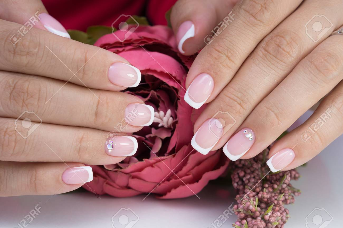 Natural nails with gel polish applied. Ideal manicure and women's hands. - 92401756