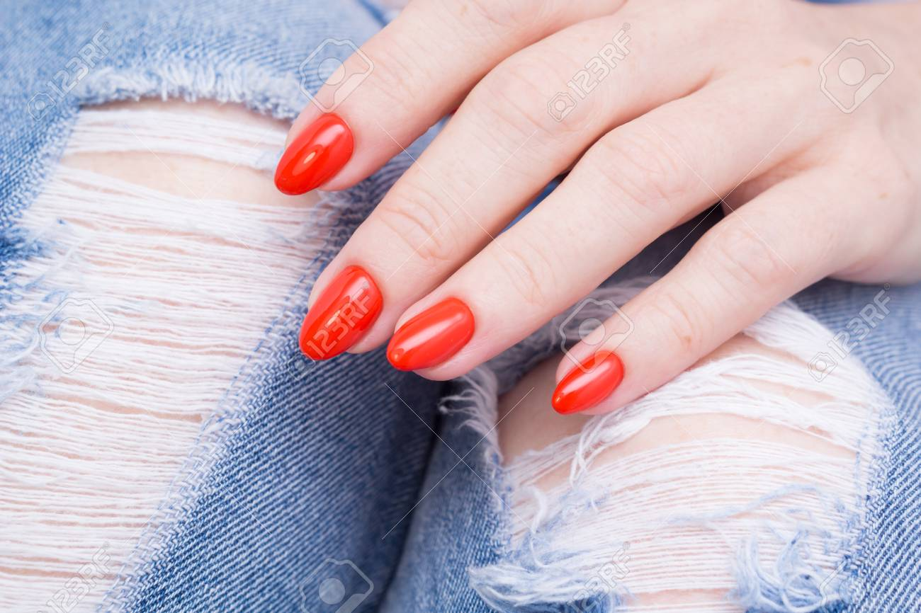 Natural nails with gel polish applied. Ideal manicure and women's hands. - 92401800