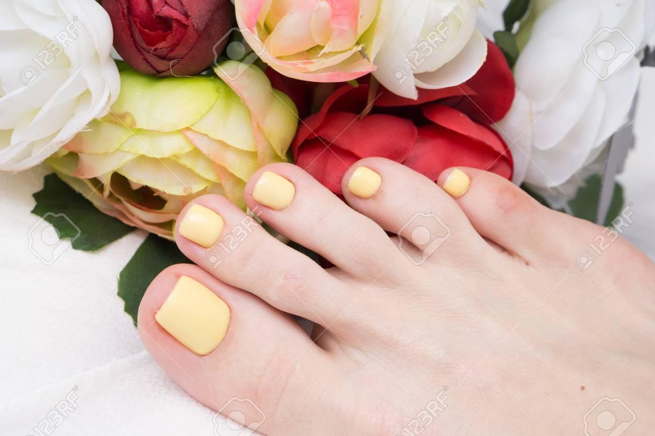 Pedicure and gel polish on women's feet. - 92332614