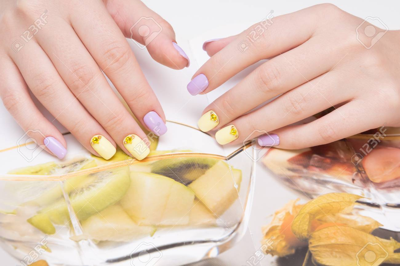 Natural nails with gel polish applied. Ideal manicure and women's hands. - 92401821