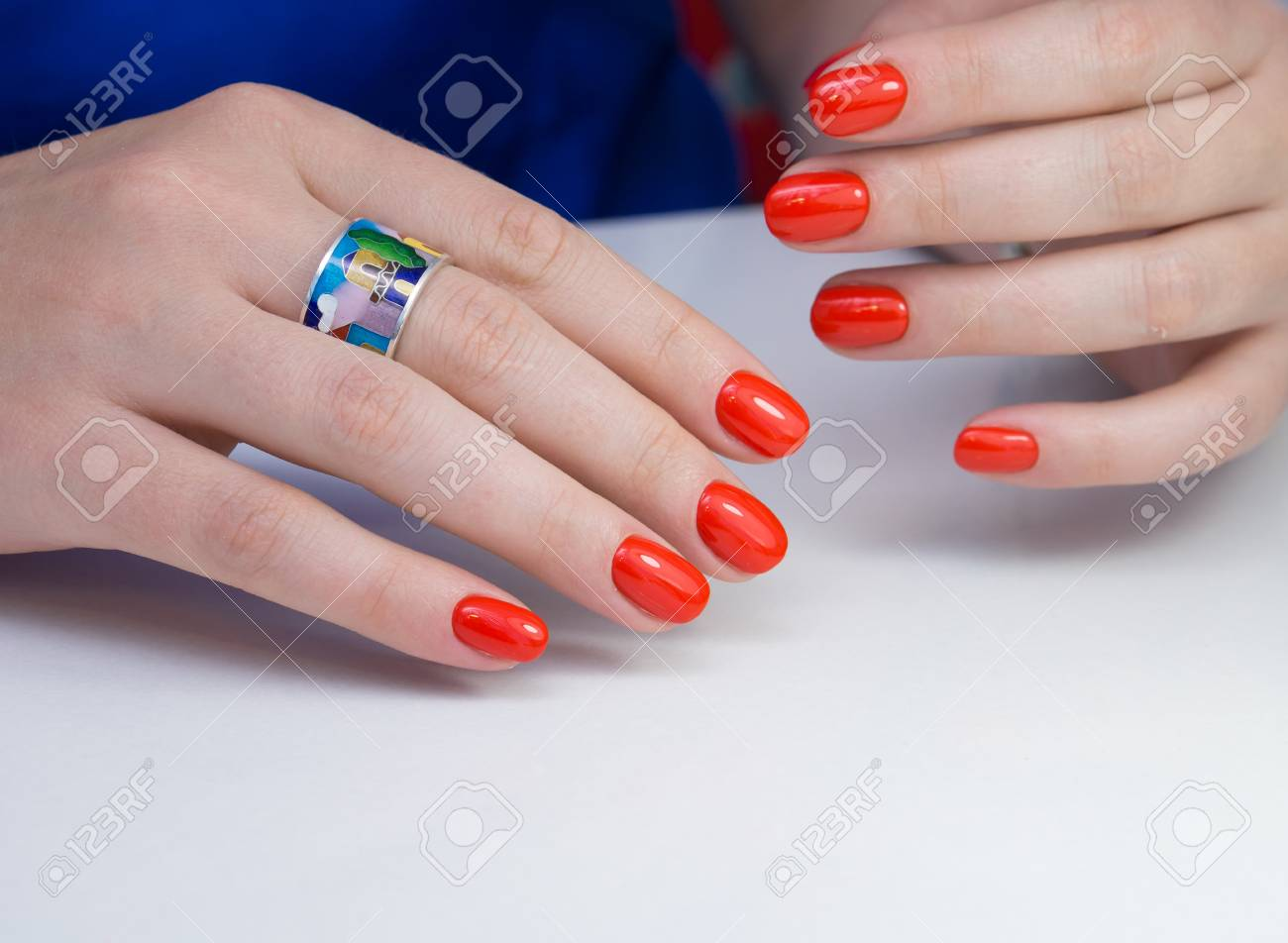 Beautiful natural nails and attractive manicure on women hands. - 92883694