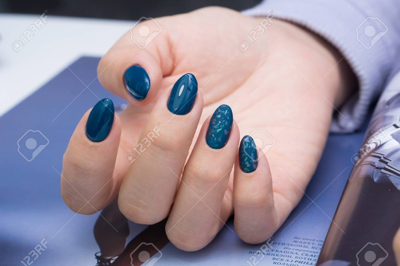 Beautiful natural nails and attractive manicure on women hands. - 92881671