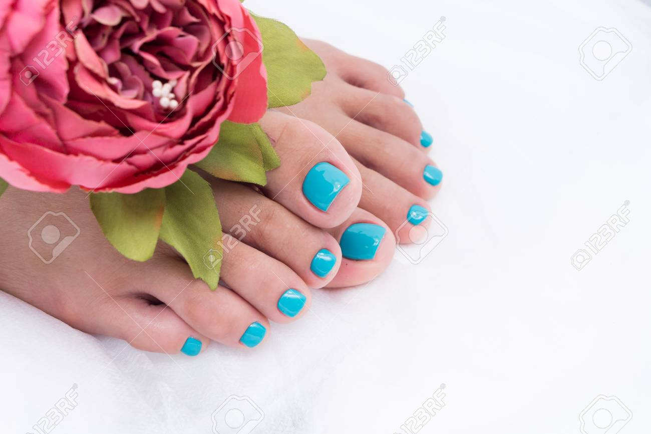 Awesome pedicure, women's feet. Colorful and stylish design. - 92881690
