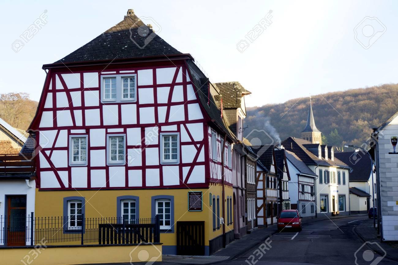vieille maison à colombages, sinzig-bad bodendorf, rhénanie
