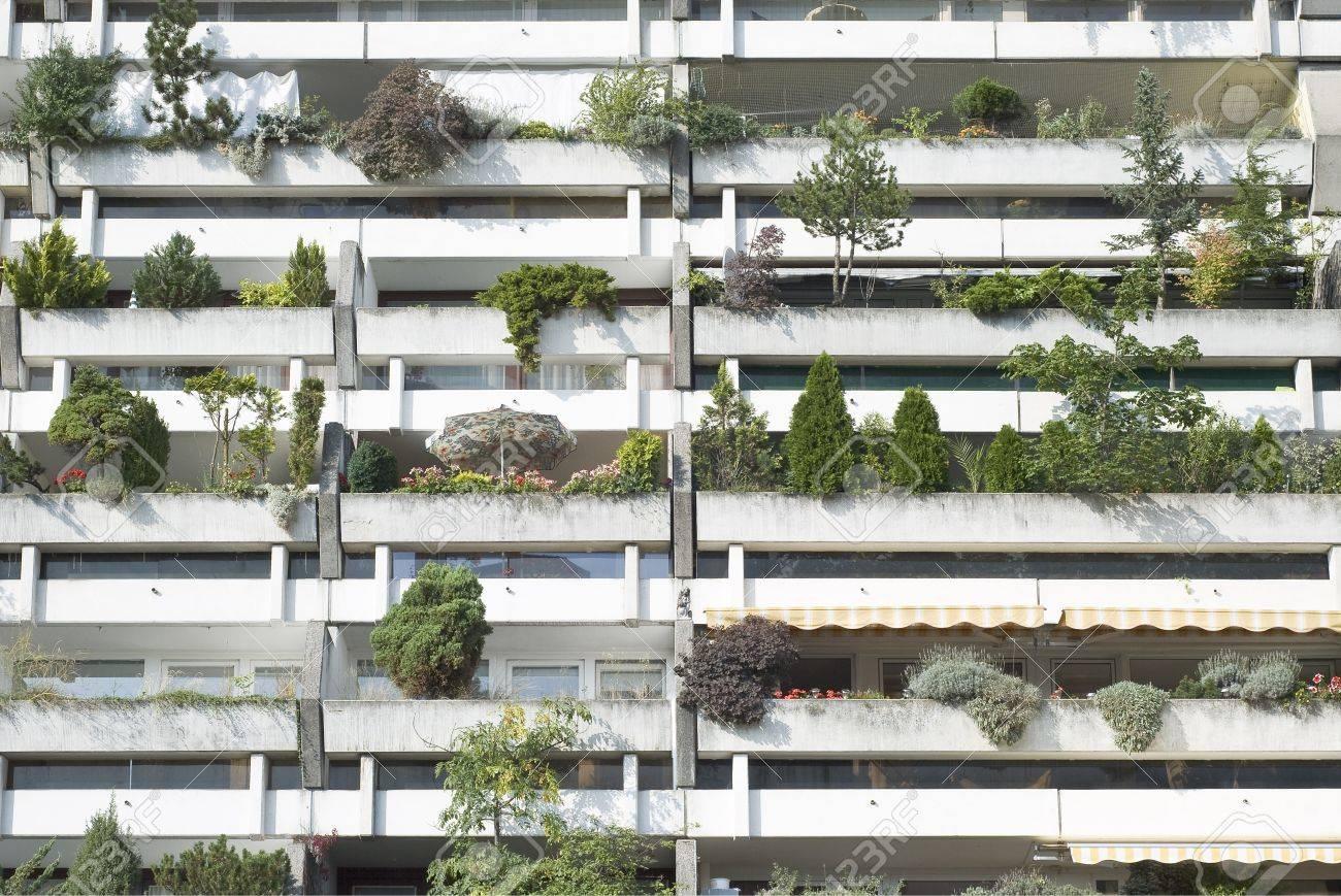 Moderne Wohn-Architektur In Einem Städtischen Vorort Lizenzfreie ...