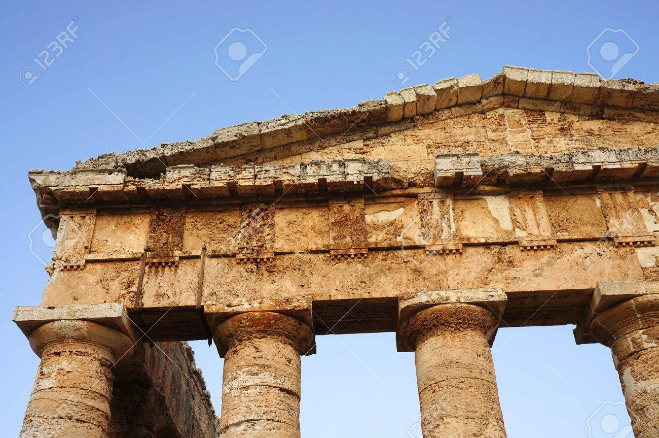 View of the fronton of the greek temple of Segesta in Sicily Stock Photo - 15618015