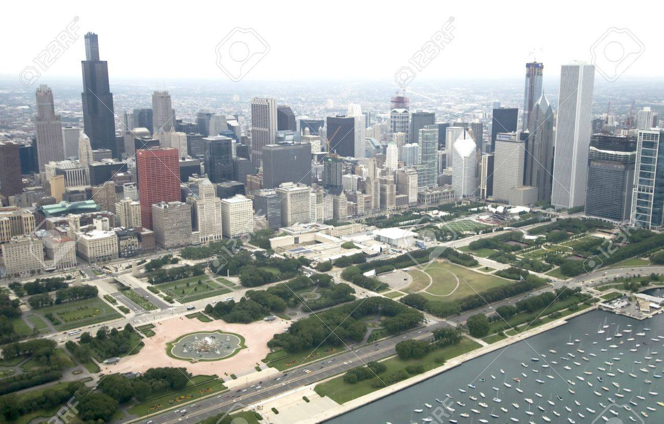 Downtown Chicago from the East via the air Stock Photo - 3609596