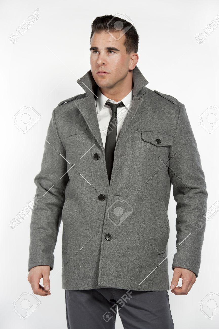 Veste grise avec pantalon noir