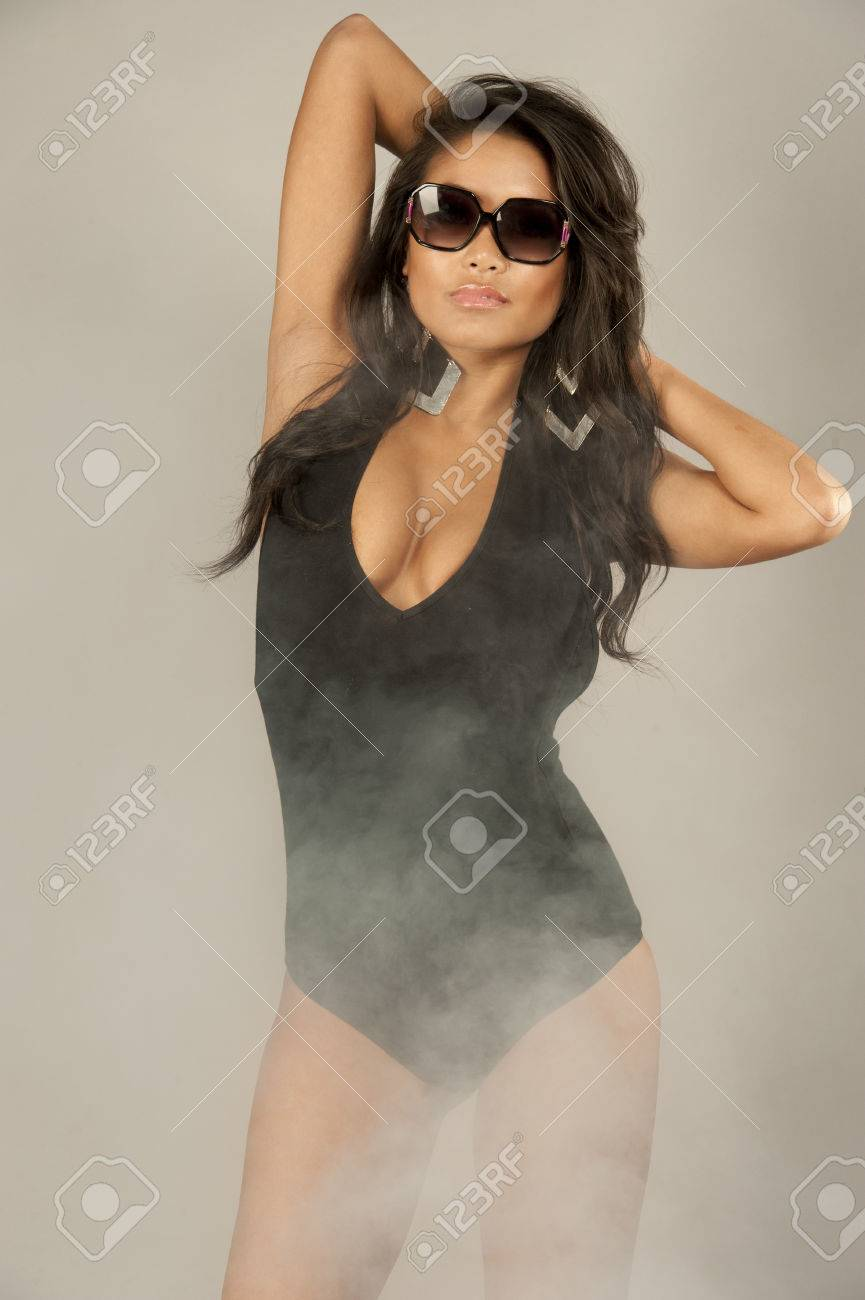 Badpak Model.Een Mooie Jonge Swimsuit Model Dragen Van Een Uit Een Stuk Zwart