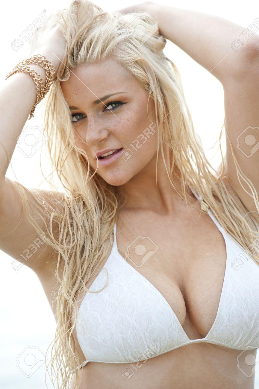 Amy jo johnson boobs