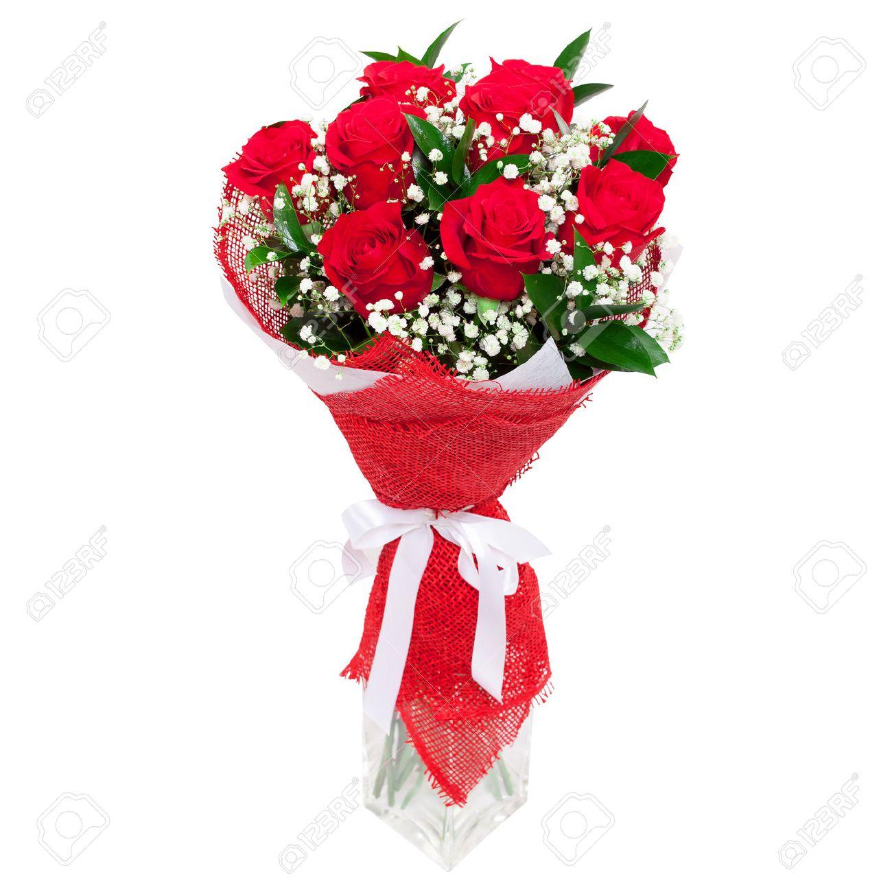 ramo de flores ramo de rosas rojas brillantes en un florero de cristal aislado en