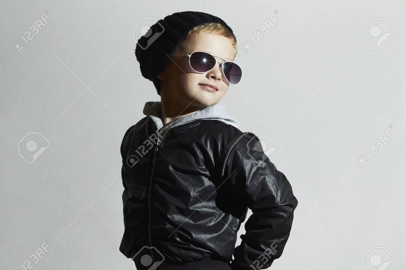 In Child SunglassesKid Black Style Cap winter posing Fashionable thCrQxsd