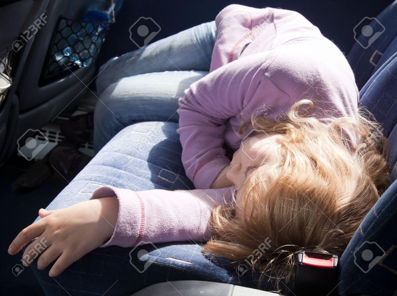 Картинки по запросу фото девочка спит в автобусе