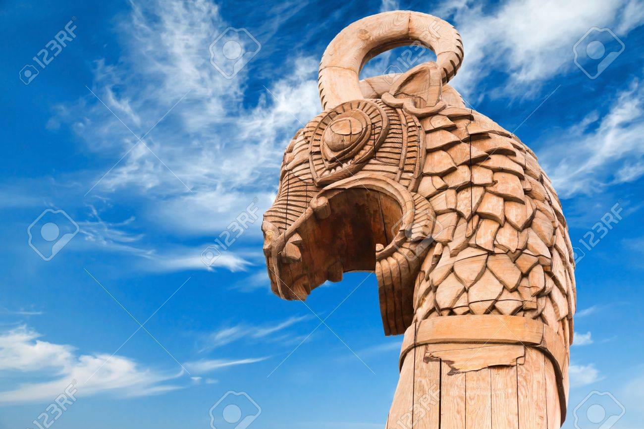 Carved Wooden Dragon On Forepart Of The Ancient Viking Ship Above Pinterest Figurehead And Sailing Ships Dramatic Blue Sky Stock Photo