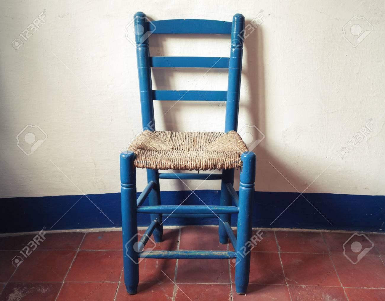 Vieille Chaise En Bois Bleu Avec Siege Osier Se Trouve Dans L