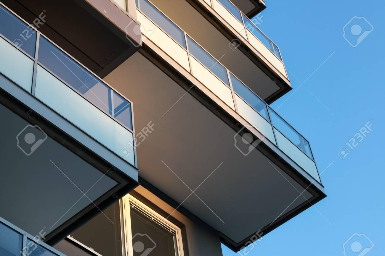 Fragmento Abstracto De Arquitectura Contemporánea, Balcones Con ...