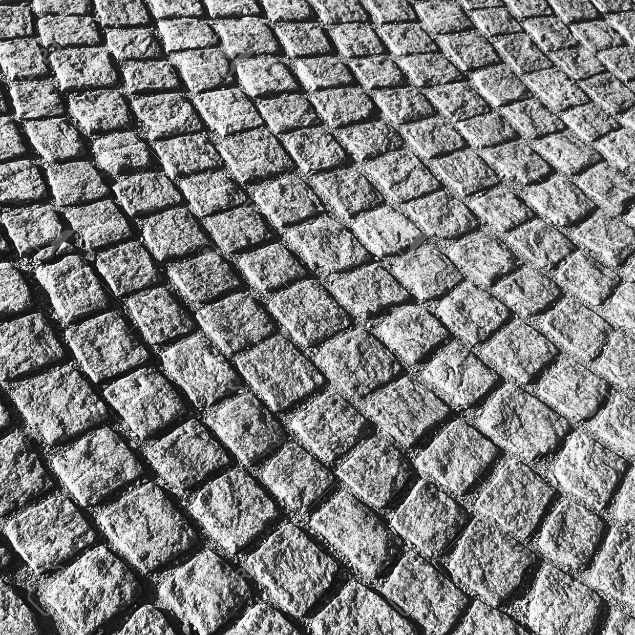 dunkelgrau gepflasterten straße pflaster mit runden muster
