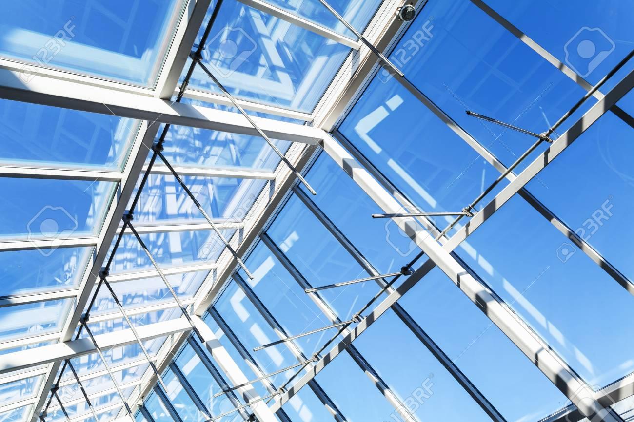 Fondo De Arquitectura Moderna De Alta Tecnología Estructura Interna De Techo De Vidrio Con Secciones De Ventanas Con Cerradura