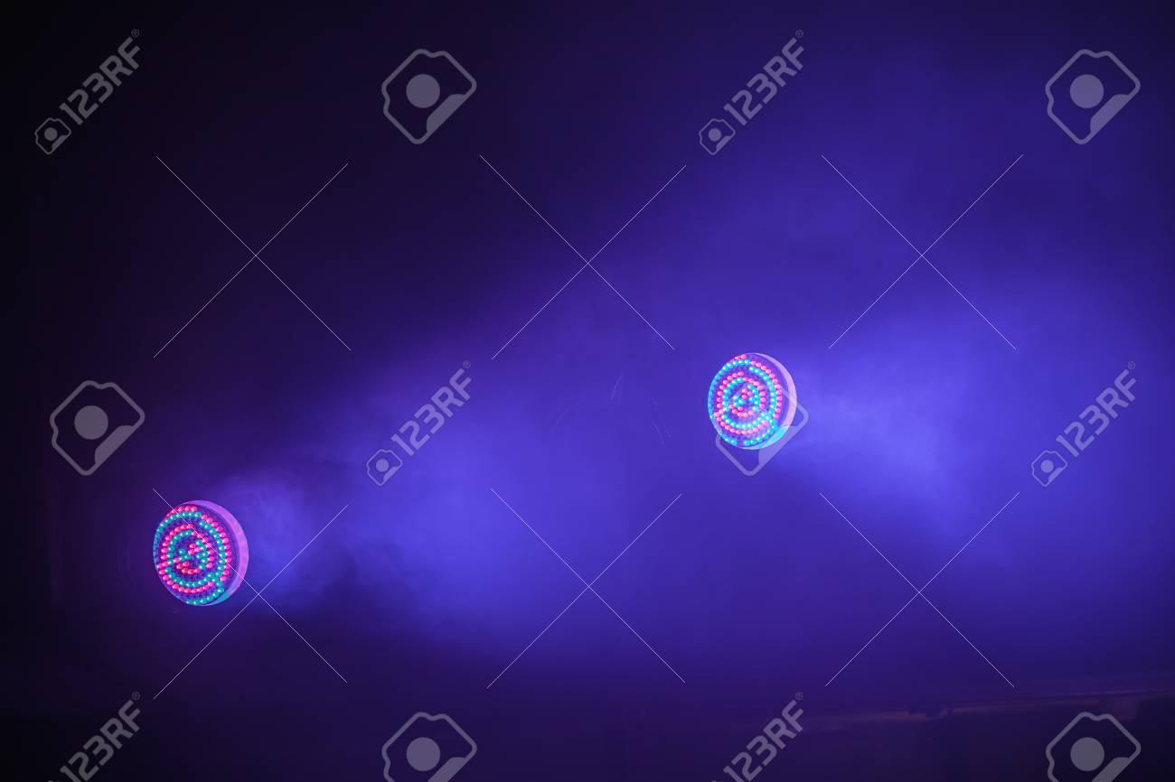 43b8e2394 Foto de archivo - Luces LED de escenario colorido con luz azul, equipo de  iluminación de escenario