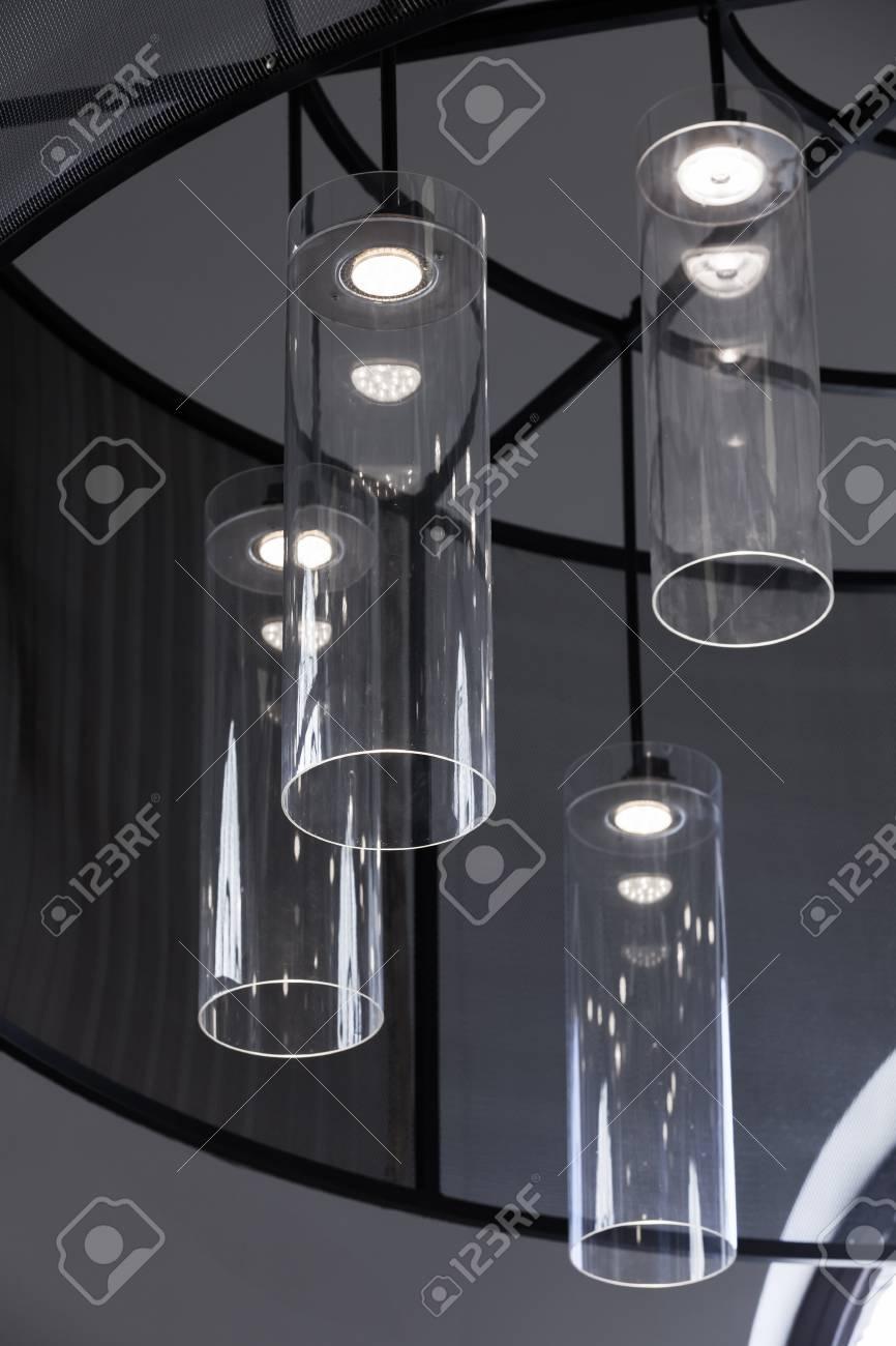 Interni Dal Design Moderno, Frammento Verticale, Lampadario Con ...