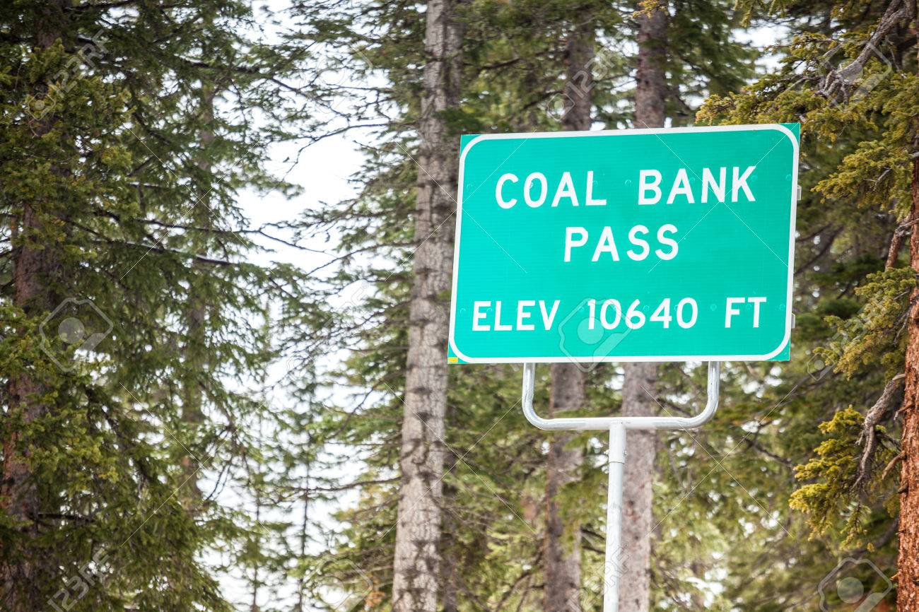 https://previews.123rf.com/images/eunika/eunika1506/eunika150600191/41717990-Coal-Bank-Pass-on-elevation-of-10640-ft-road-sign-Stock-Photo.jpg