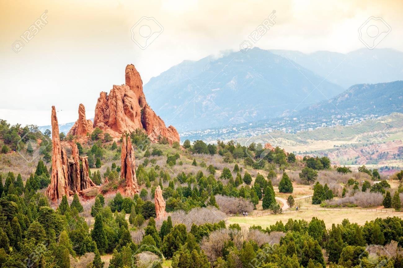 神々、コロラドスプリングス、コロラド州、米国の庭 の写真素材・画像 ...