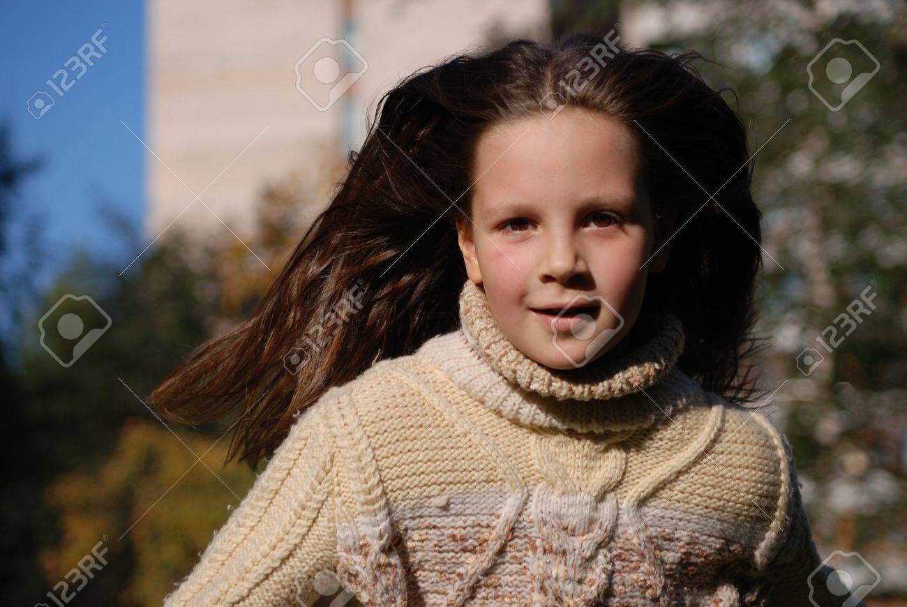 Quickly runing little girl, to go in for sports Stock Photo - 4351552