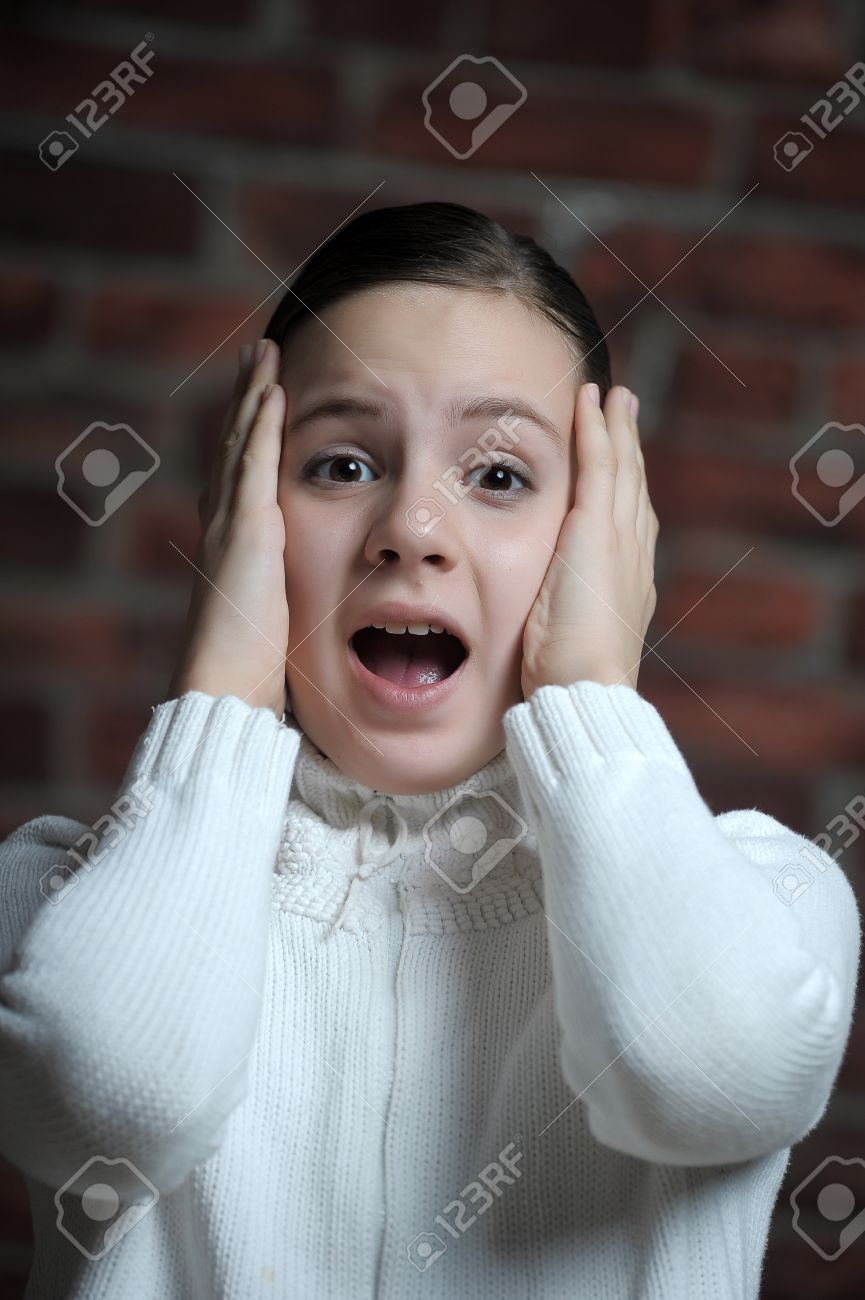 teen girl afraid Stock Photo - 12161176