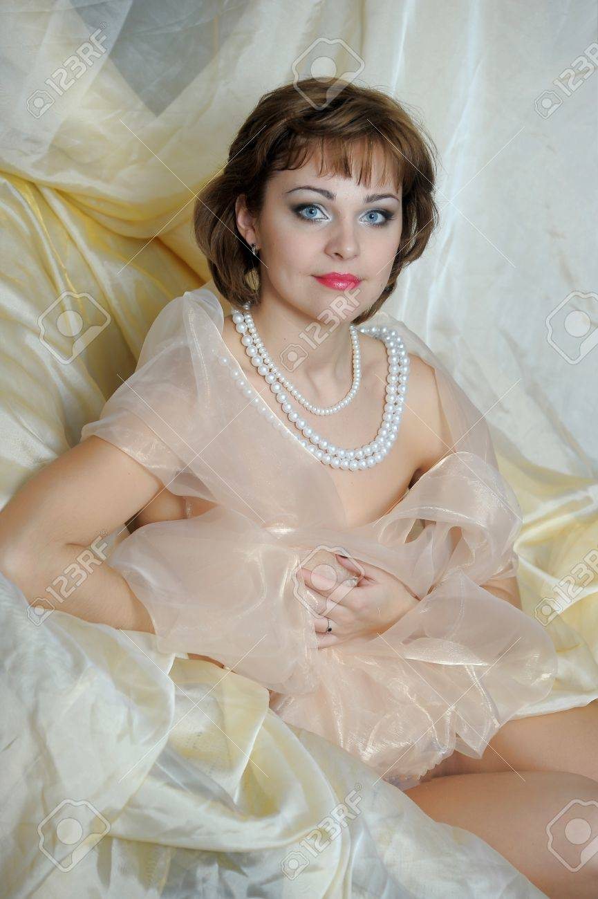 retro portrait of a woman with a pearl necklace Stock Photo - 18339812