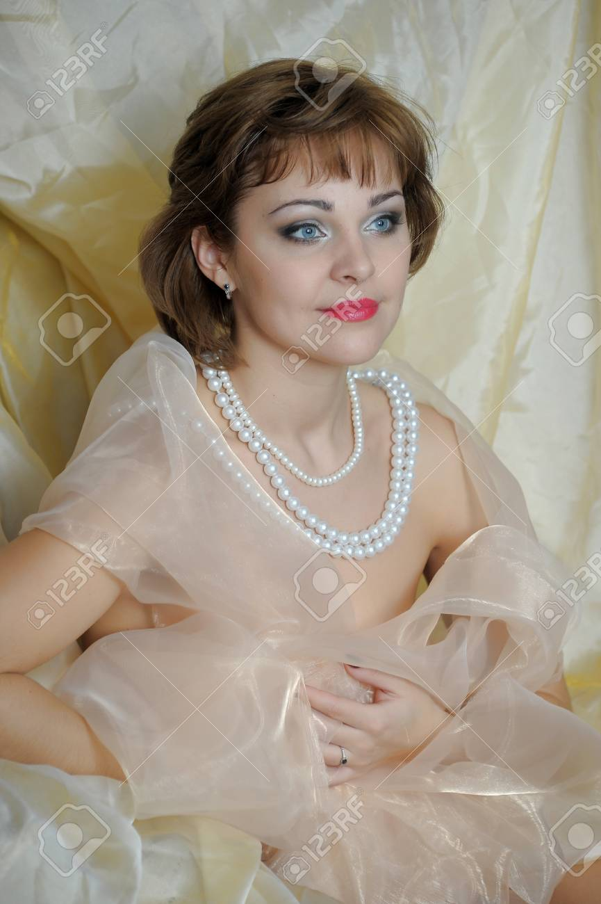 retro portrait of a woman with a pearl necklace Stock Photo - 18339801