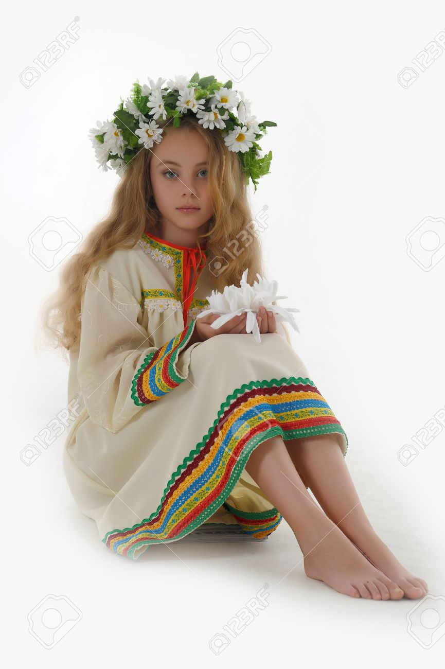 Beautiful Russian girl with a wreath Stock Photo - 14329625