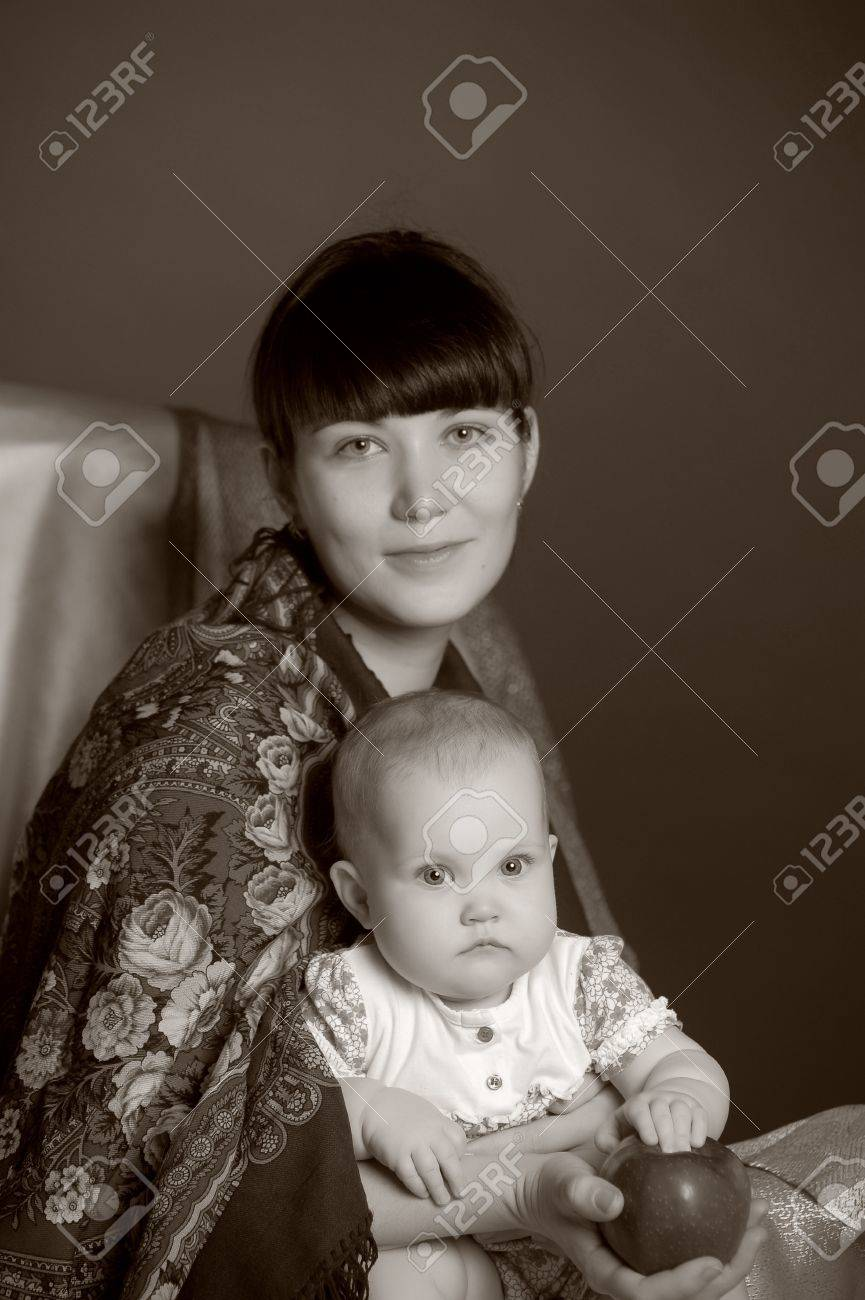 Russian woman with a child Stock Photo - 14107894