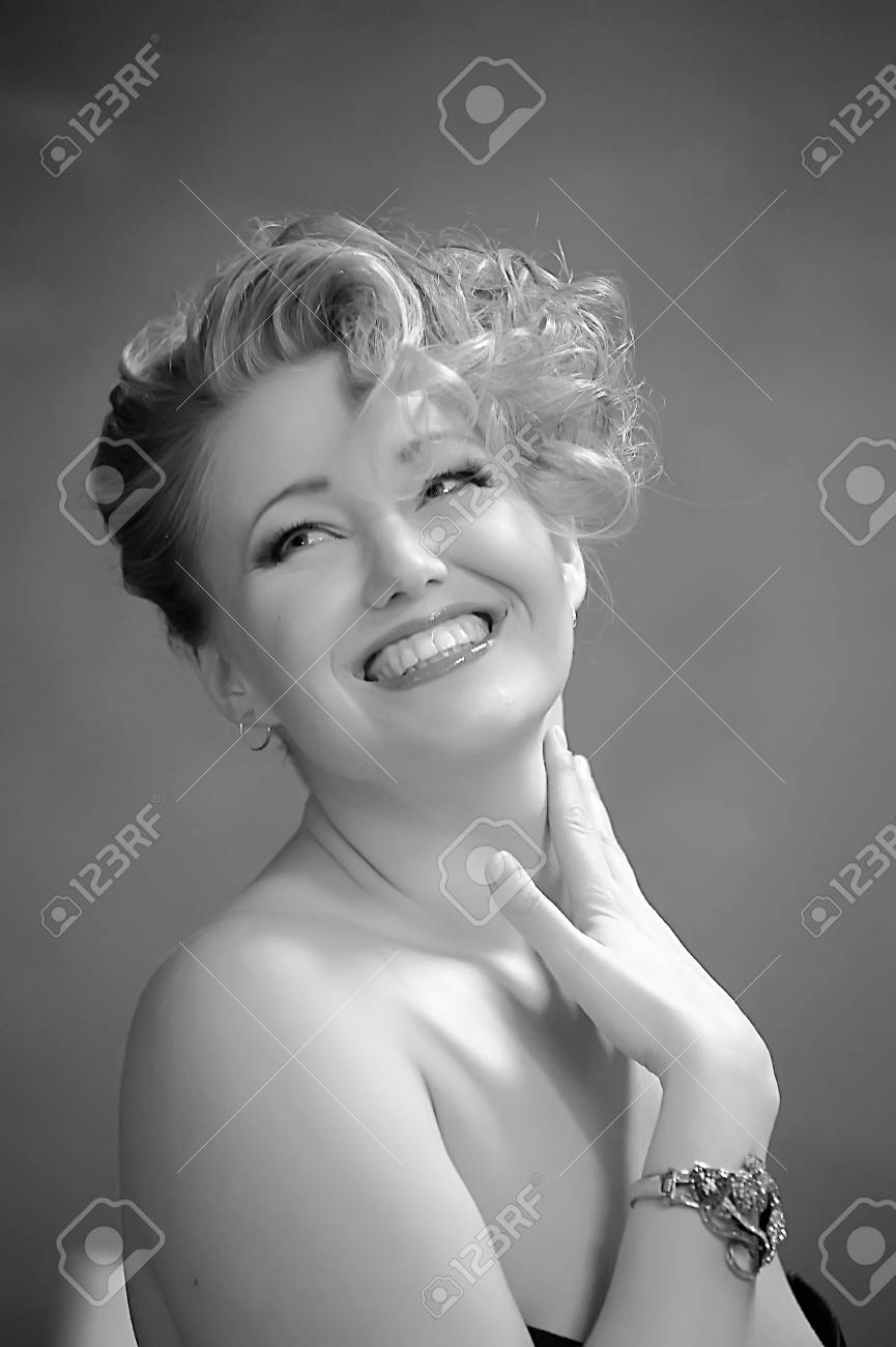 Retro jewelry woman Stock Photo - 14167139