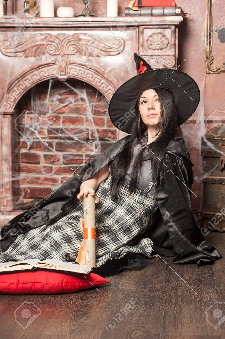 Halloween witch Stock Photo - 19000574